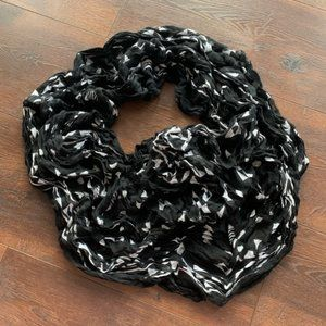 Black and White Circle Scarf
